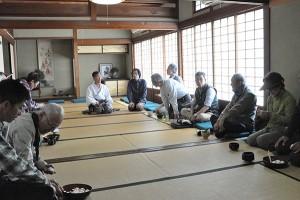 お抹茶をいただきながら、宮司さんからもお話を伺うことができました。